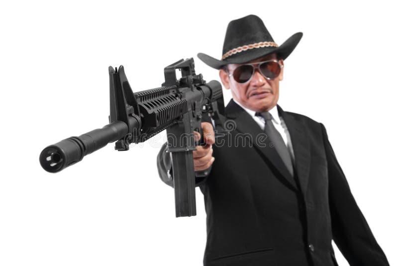 Ond gangster och hans vapen som isoleras på vit royaltyfri fotografi