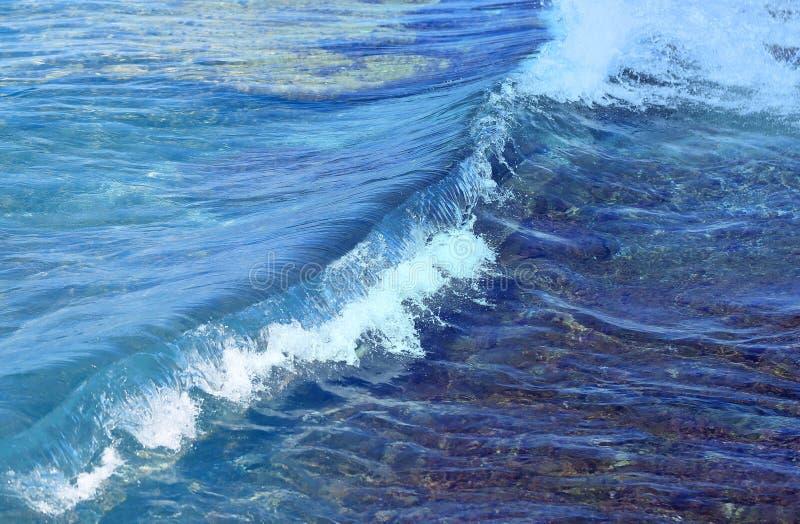 Onda azul en el mar fotografía de archivo libre de regalías