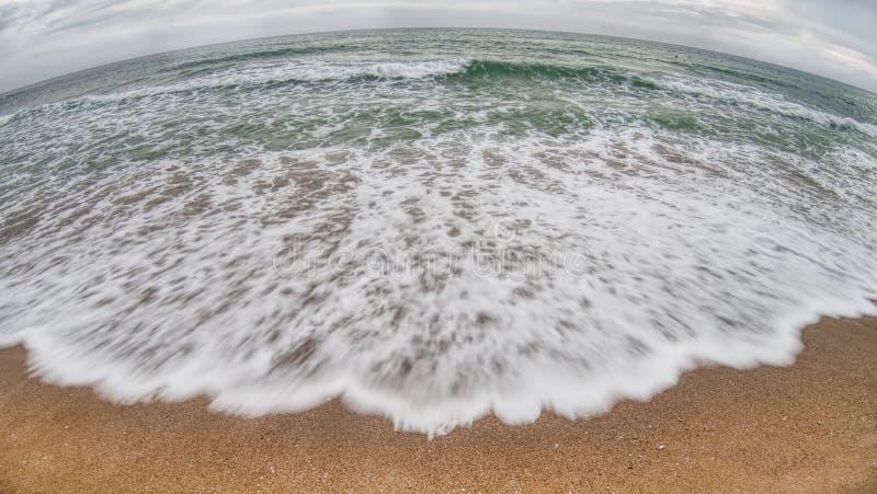Onda colorida bonita do mar foto de stock