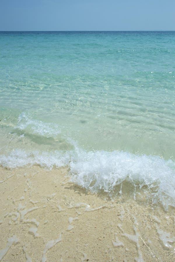 Onda de la agua y de la arena de mar foto de archivo