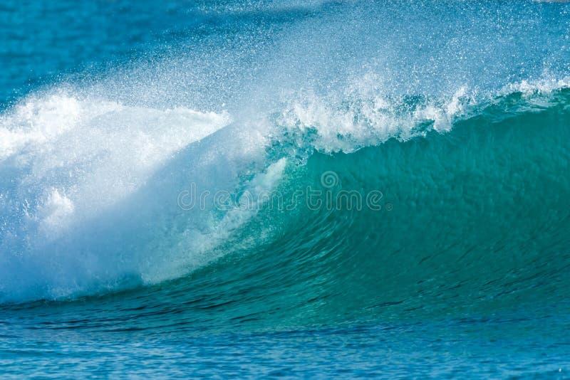 Onda de oceano azul bonita foto de stock