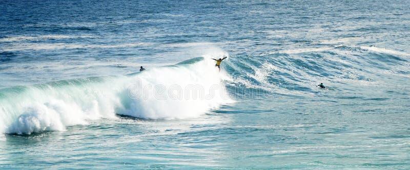 Onda de oceano surfando de Bodyboarder fotos de stock