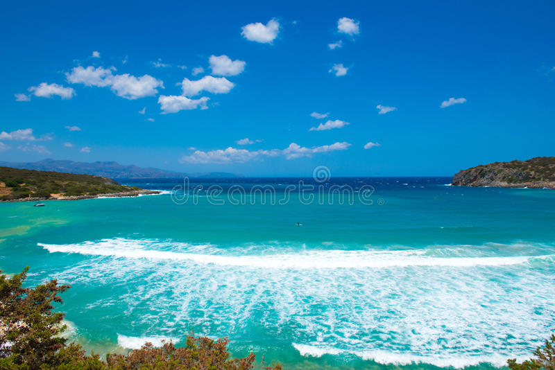 Onda del mar en la laguna azul imagen de archivo libre de regalías