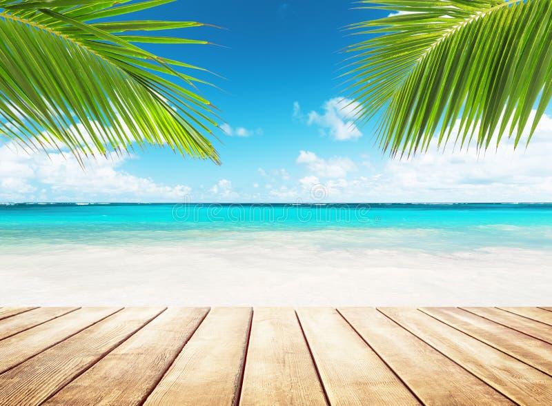 Onda del mar en la playa de la arena imagen de archivo