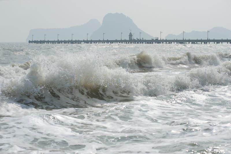 Onda del mare un giorno ventoso. fotografia stock libera da diritti
