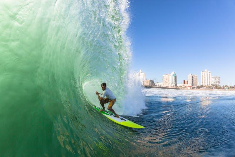 Onda del SORBO de la persona que practica surf que practica surf fotografía de archivo libre de regalías