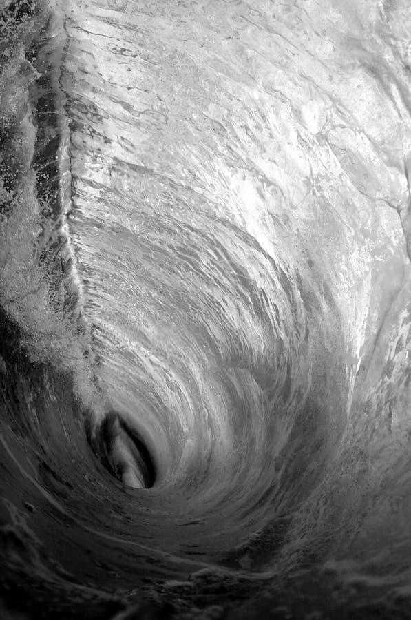 Onda di oceano in bianco e nero immagini stock