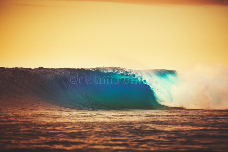 Onda di tramonto immagini stock