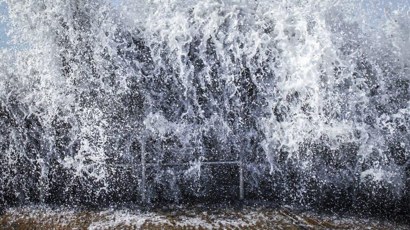 Onda di Tsunami fotografia stock