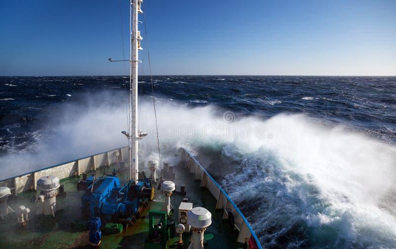 Onda do navio das inundações fotografia de stock royalty free