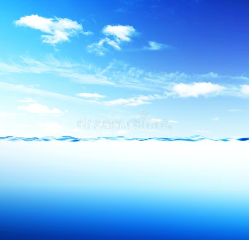 Onda e céu de água azul ilustração royalty free