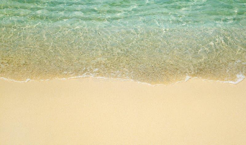 Download Onda en la playa imagen de archivo. Imagen de romántico - 42431343