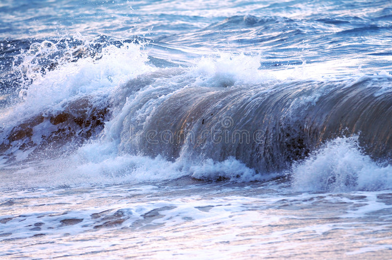 Onda no oceano tormentoso imagem de stock