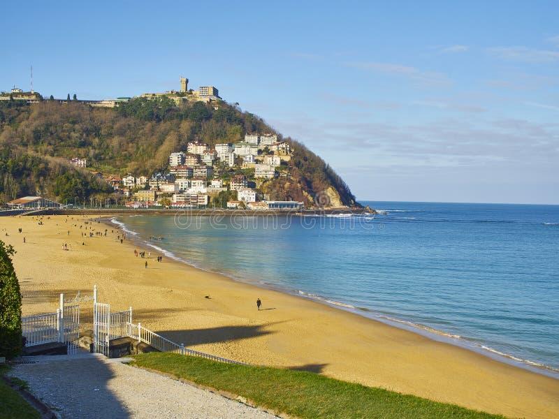 Ondarreta-stranden San Sebastian, Baskien Spanien royaltyfria foton