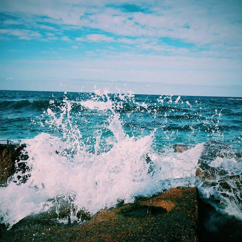 Ondas azuis do mar imagens de stock