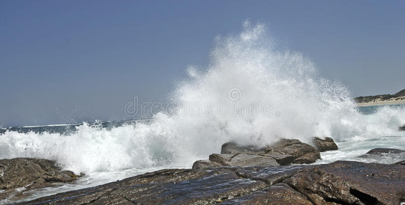 Ondas causando um crash fotos de stock royalty free