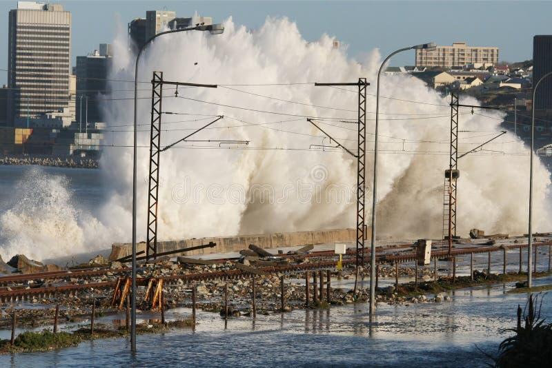 Ondas costeras de la tormenta foto de archivo libre de regalías