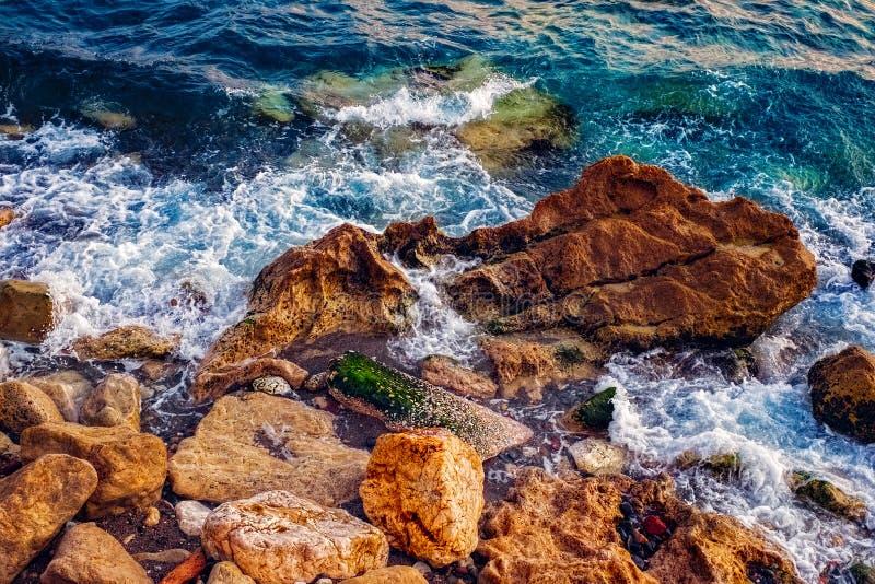 Ondas da costa de mar fotos de stock