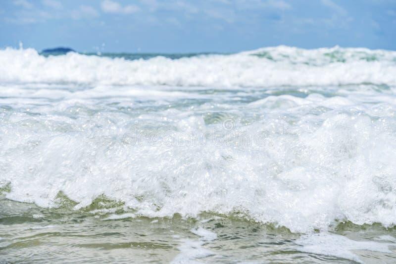 Ondas de água que são onda de vinda imagens de stock royalty free