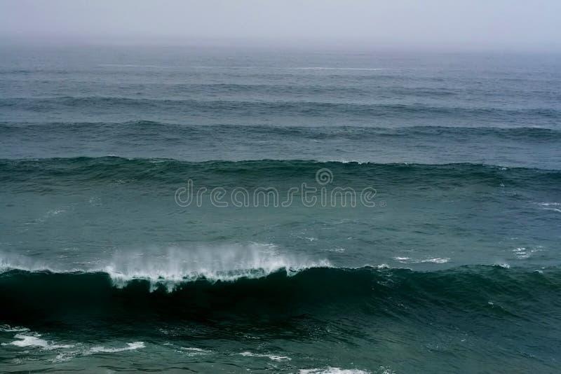 Download Ondas de quebra foto de stock. Imagem de surf, potência - 12807986