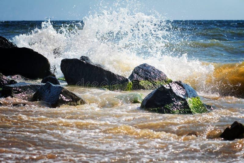 Ondas del mar de Crimea del verano de la naturaleza del paisaje foto de archivo libre de regalías