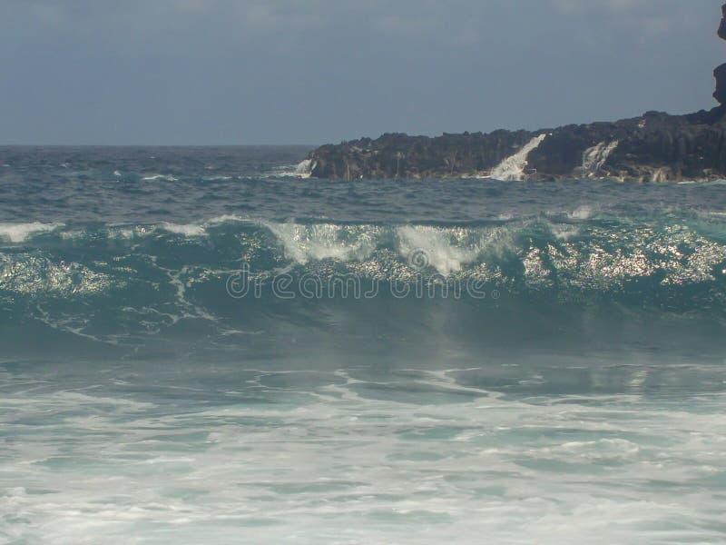 Ondas din?micas de la costa de Tenerife fotos de archivo