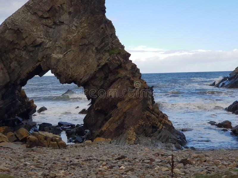 Ondas do mar e céu azul submersos foto de stock
