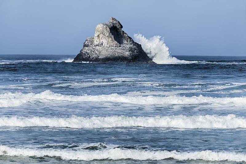 Ondas em Victoria Rock foto de stock