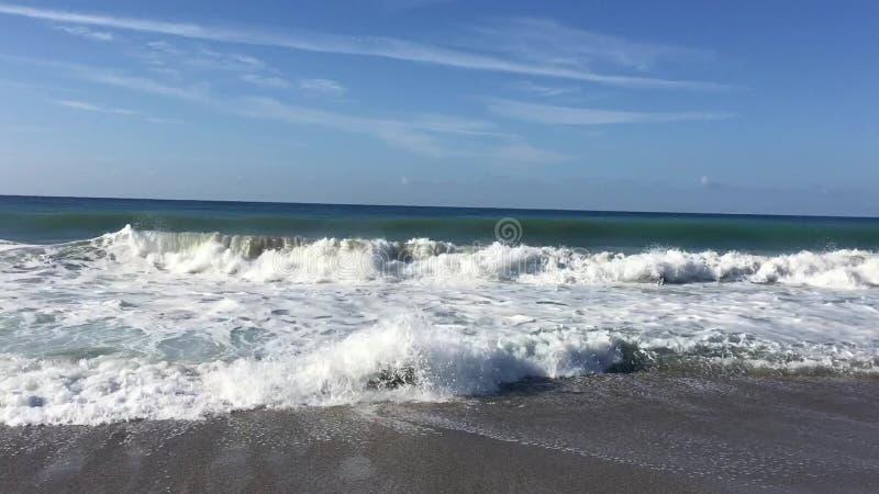 Ondas grandes en el mar Mediterráneo, Turquía almacen de video