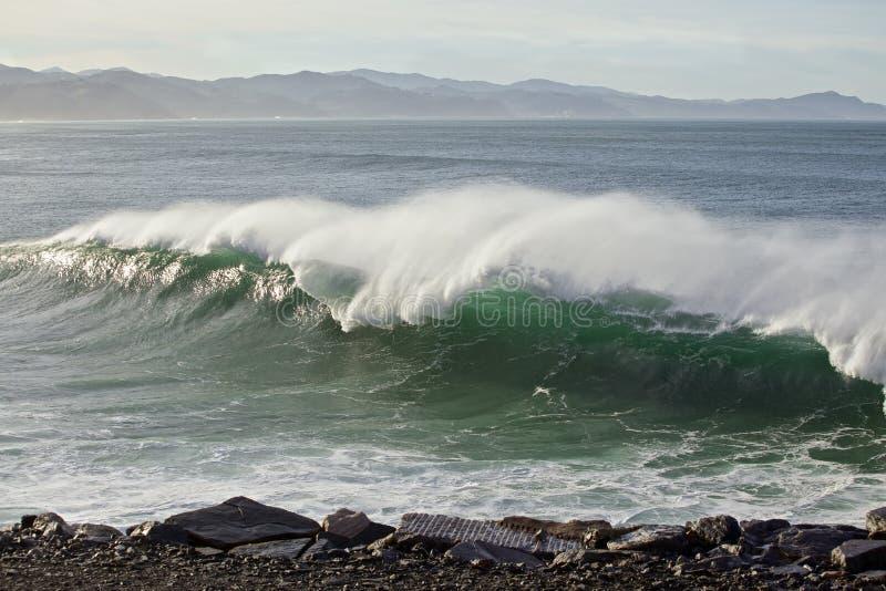Ondas grandes na costa Basque do país imagens de stock royalty free
