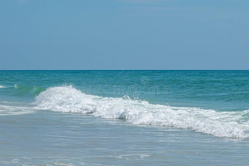 Ondas majestosas no mar verde 1 fotos de stock royalty free