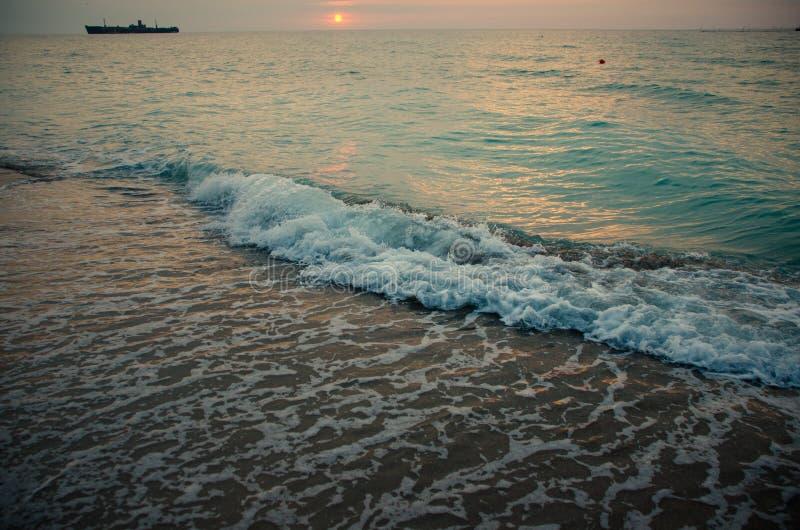 Ondas marítimas no Mar Negro foto de stock