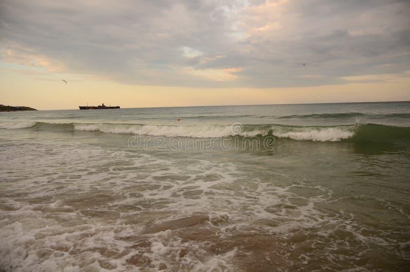 Ondas marítimas no Mar Negro foto de stock royalty free