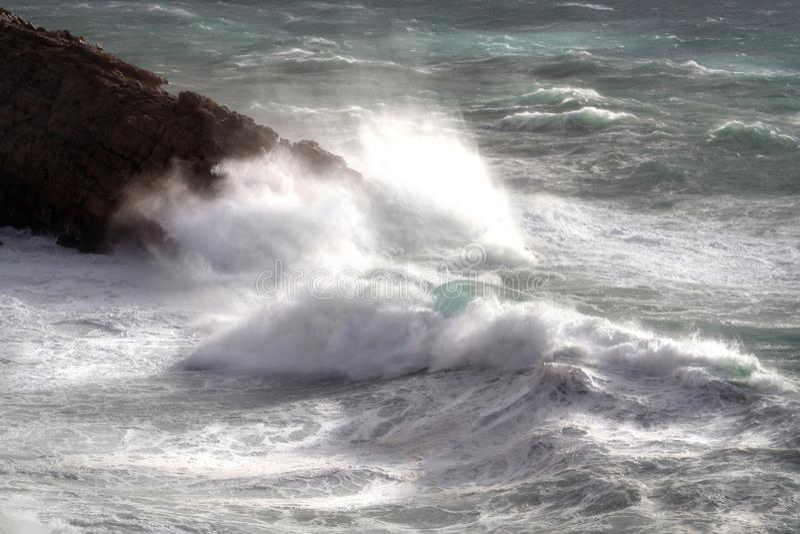 Ondas na praia Ibiza de Blancas das águas foto de stock royalty free