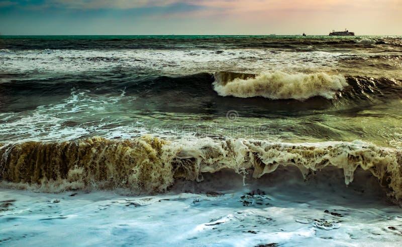 Ondas no mar mediteranean imagens de stock royalty free
