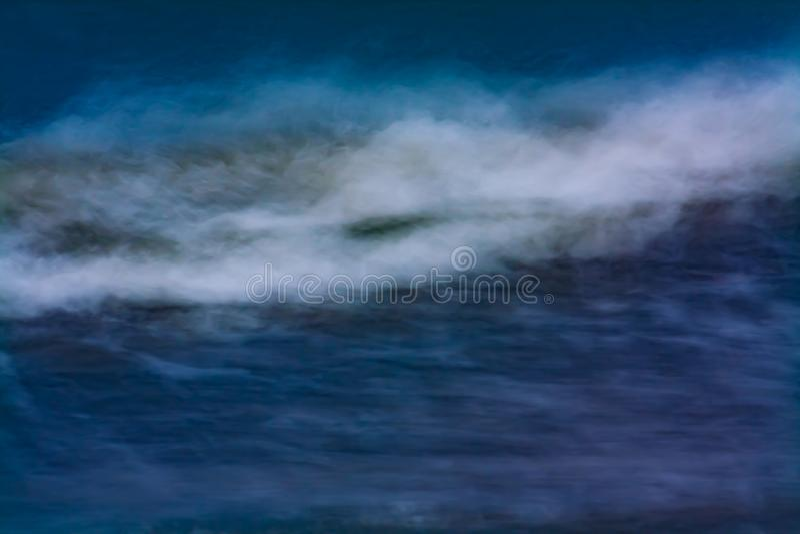 Ondas que deixam de funcionar o oceano fotografia de stock royalty free