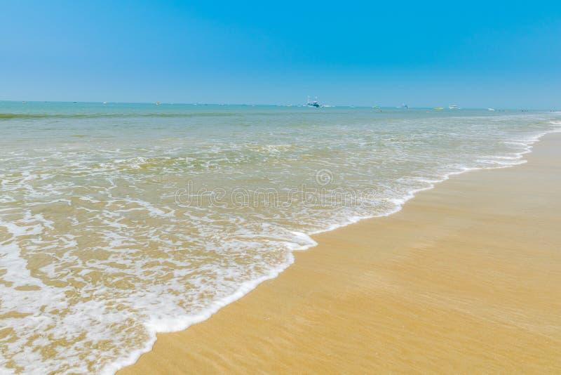 Onde alla spiaggia di Colva fotografia stock libera da diritti