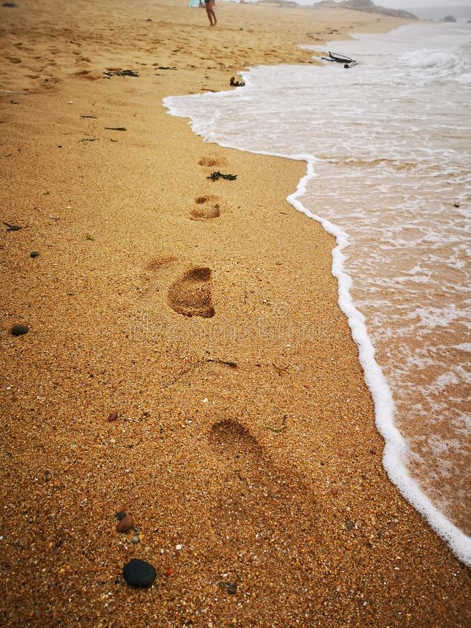 Onde dei passi della spiaggia fotografia stock libera da diritti