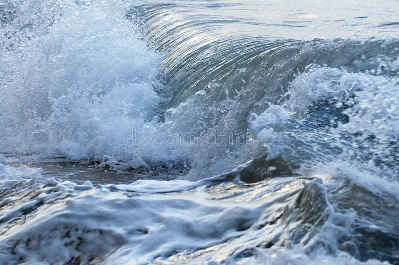 Onde in oceano tempestoso immagine stock
