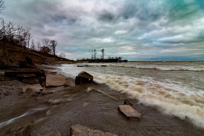 Onde ruvide, il lago Erie fotografia stock