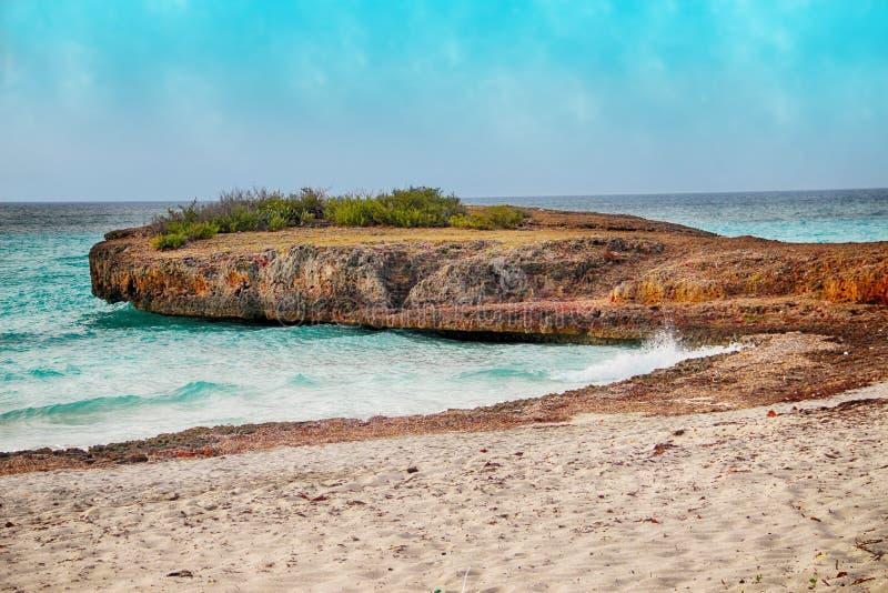 Onde sulla spiaggia Varadero in Cuba fotografia stock