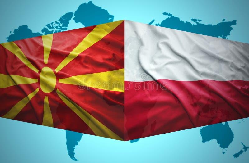 Ondeggiamento delle bandiere macedoni e polacche royalty illustrazione gratis