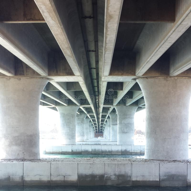 Onder de brug royalty-vrije stock afbeelding