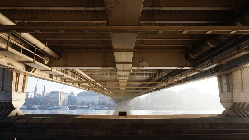 Onder de brug stock foto