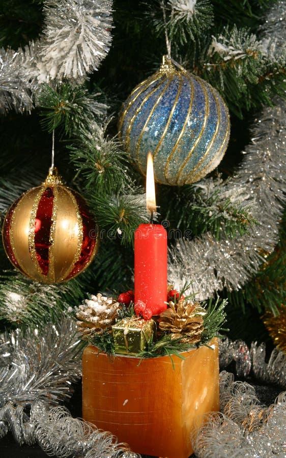 Onder de Kerstmisboom stock fotografie