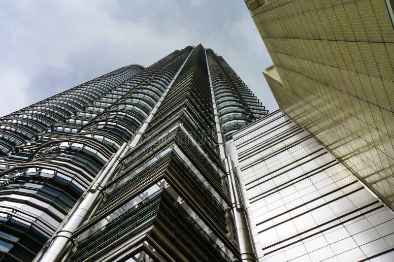 Onder de Tweelingtorens van Petronas royalty-vrije stock afbeelding