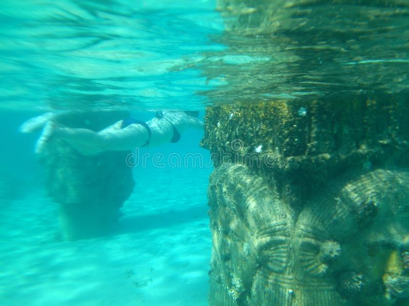 Onder het water stock afbeelding