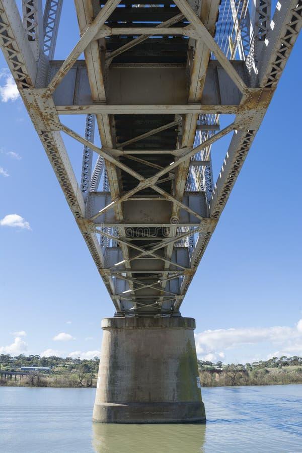 Onder Metaal Ontworpen Spoorbrug, Murray River, Murray Bridge, SA stock foto