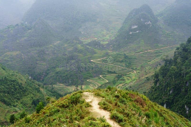 Onderaan heuvelsleep op het Dong Van-stenen-plateau, Viet Nam royalty-vrije stock foto's