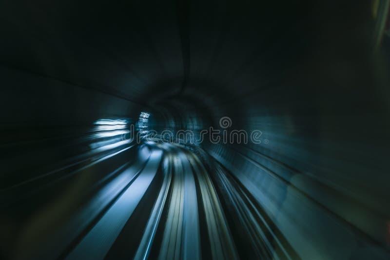 Ondergronds metrospoor stock afbeeldingen